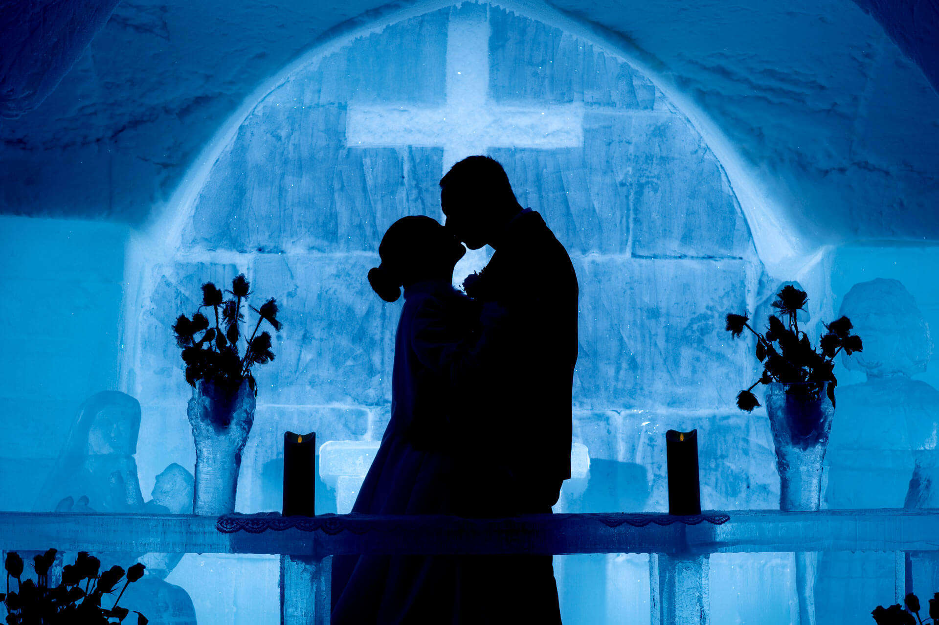 a couple kissing in Sorrisniva hotel