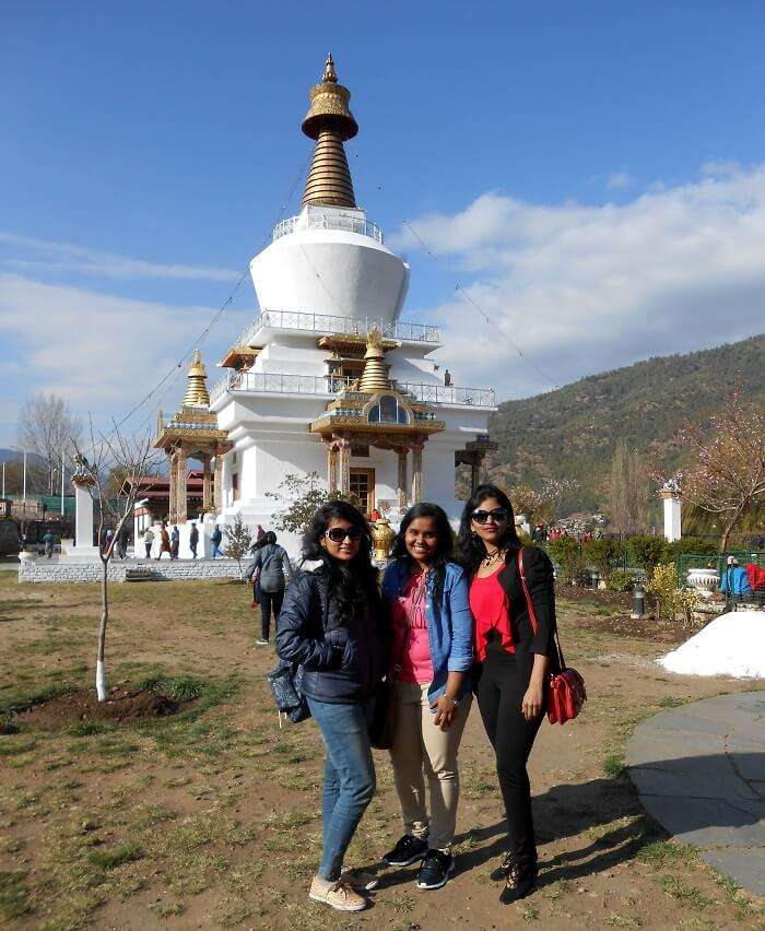 monali and friends near dro dul chorten
