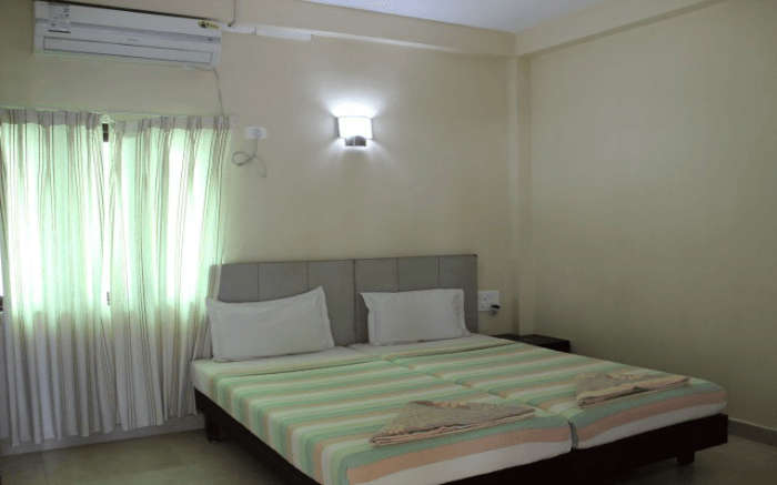 A room with a queen size bed and curtains