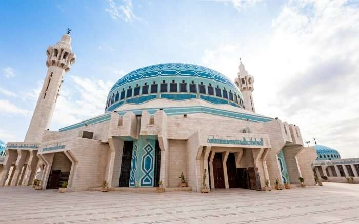 A vibrant view of King Abdullah Mosque