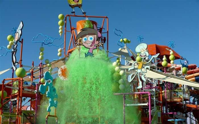Green water splash swing in Whitewater World theme park
