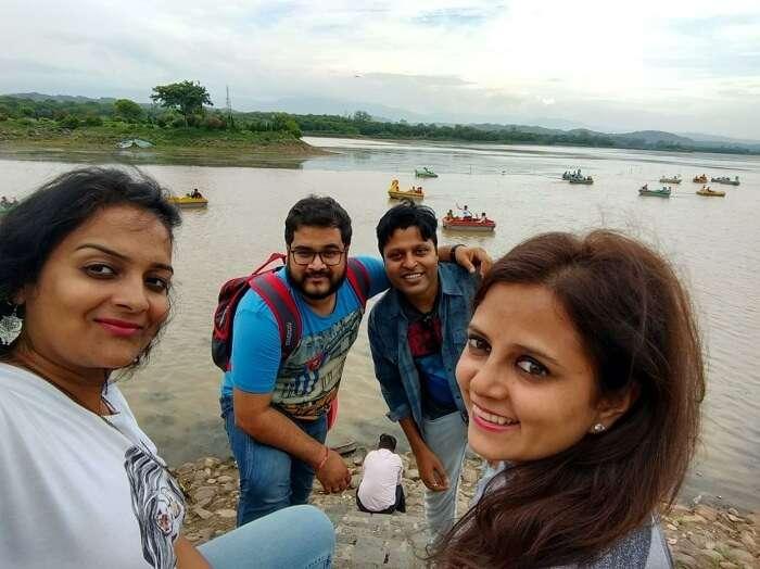 friends on a trip to srinagar