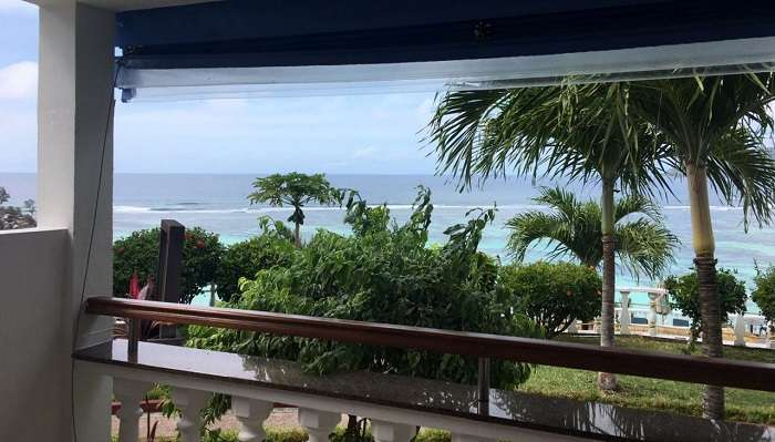 places to stay on mahe island