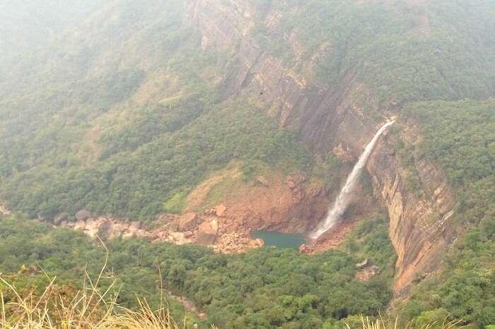 stunning waterfalls in meghalaya