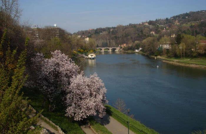 Po River flows through Italy