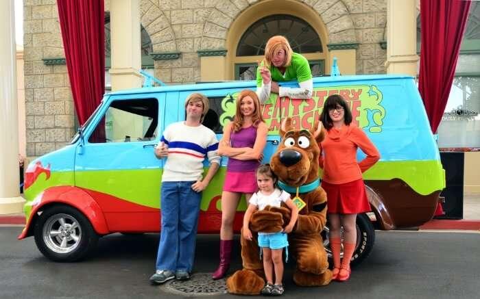Scooby doo characters in Warner Bros Movie World park