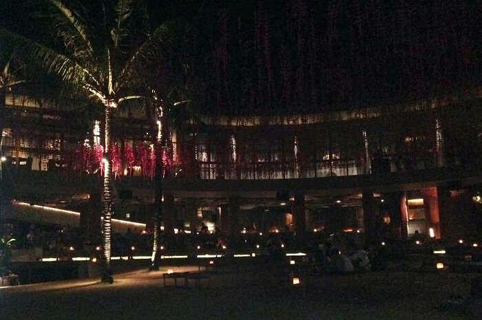 roack bar in bali beside beach