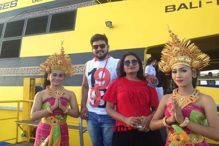 nirav & wife with dance performers in bali