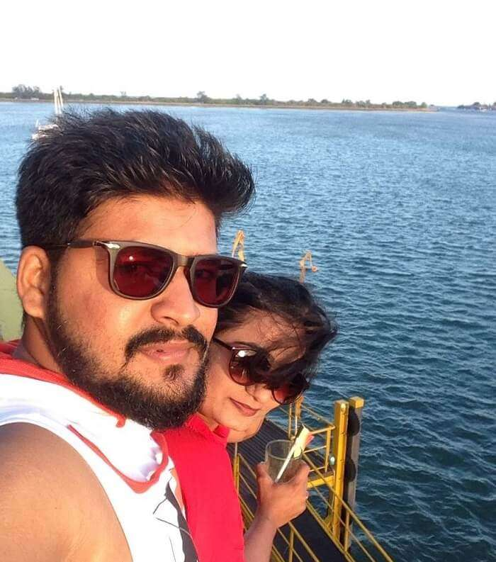 nirav and wife selfie in bali going for dolphin tour