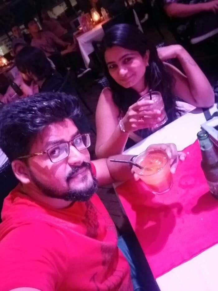 nirav & wife enjoying variety of drinks at rock bar in bali