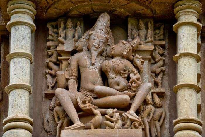 kamasutra sculpture in khaujraho