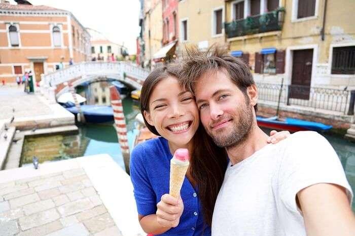 Couple eating gelato in Venice