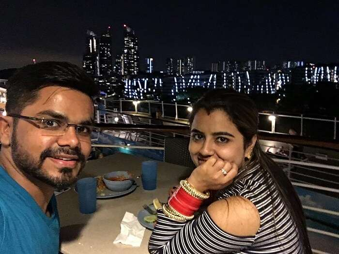 romantic dinner at cruise