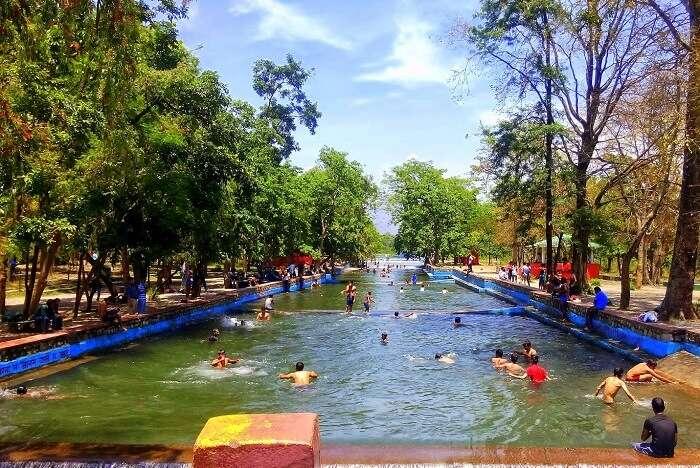 go picnicking at Lachhiwala