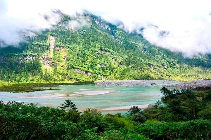 cloudy weather near Lachung