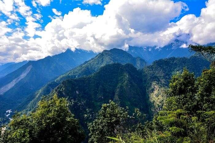 mountains near gangtok