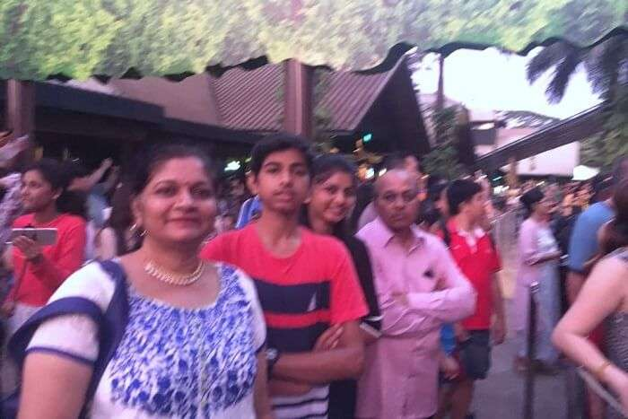 saurabhi singapore family trip: saurabhi sister enjoying at chinatown
