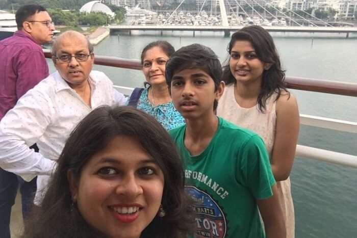 saurabhi singapore family trip: selfie with family