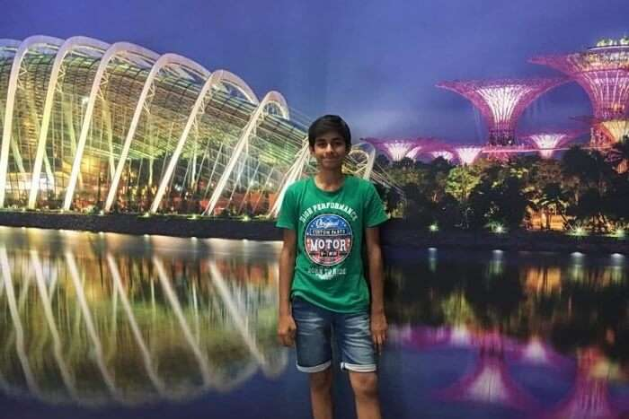 saurabhi singapore family trip: posing before the zoo