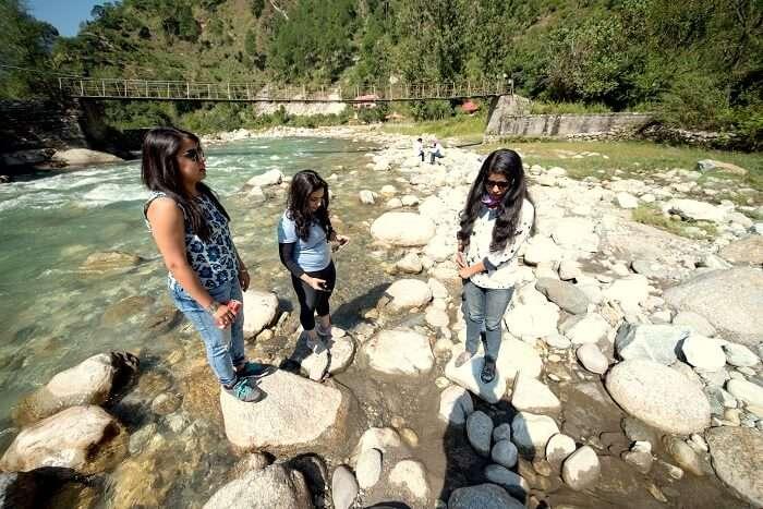 river stream near tirthan