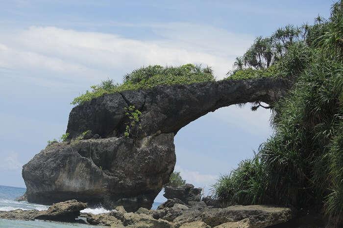 natural bridge or howrah bridge