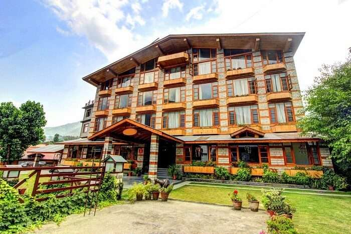 stay at JJ Resort in tirthan