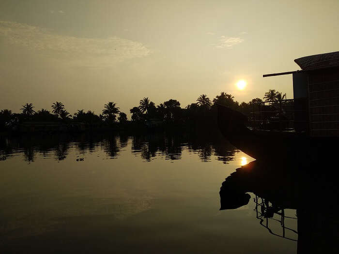 houseboat sunset alleppey