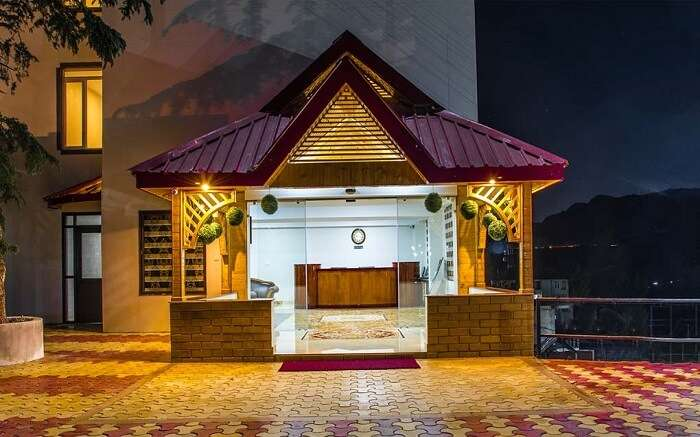 Entrance of Shoghi Eco Valley Resort & Spa in Shoghi at night