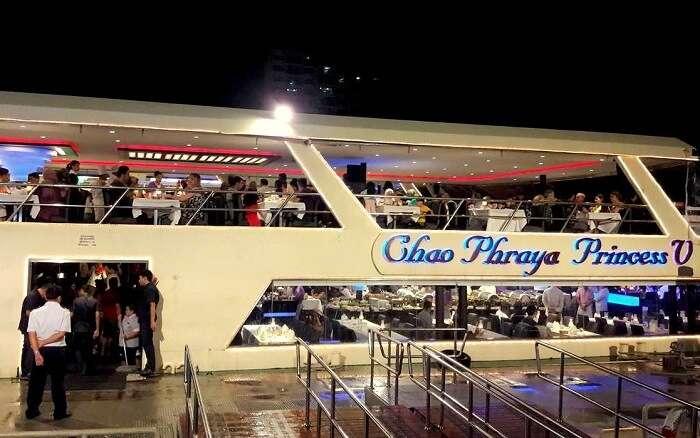 chao phraya dinner cruise at bangkok
