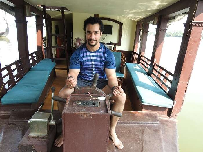 poojas husband in houseboat