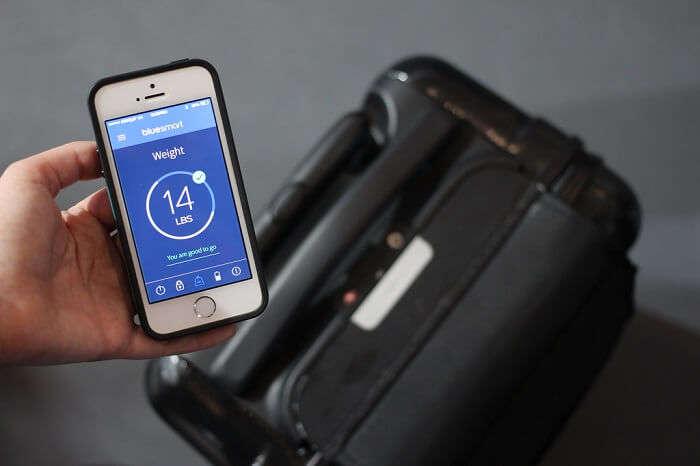 traveler using smart baggage
