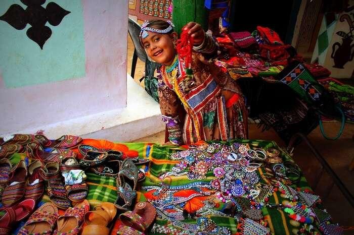 Little girls selling handicrafts at Kutch