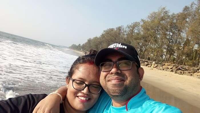 couple on cherai beach