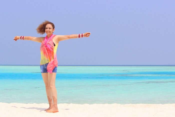 ankit wadhwa maldives honeymoon: day 3 posing on beach