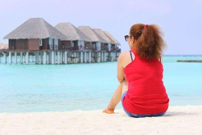ankit wadhwa maldives honeymoon: relaxing on beach near resort