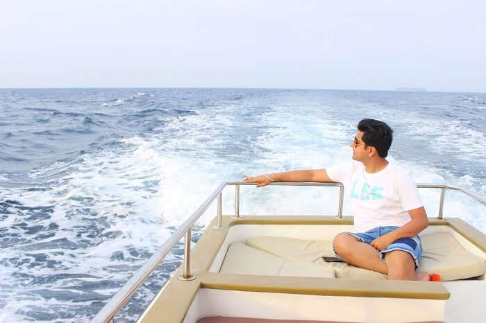 ankit wadhwa maldives honeymoon: dolphin cruise