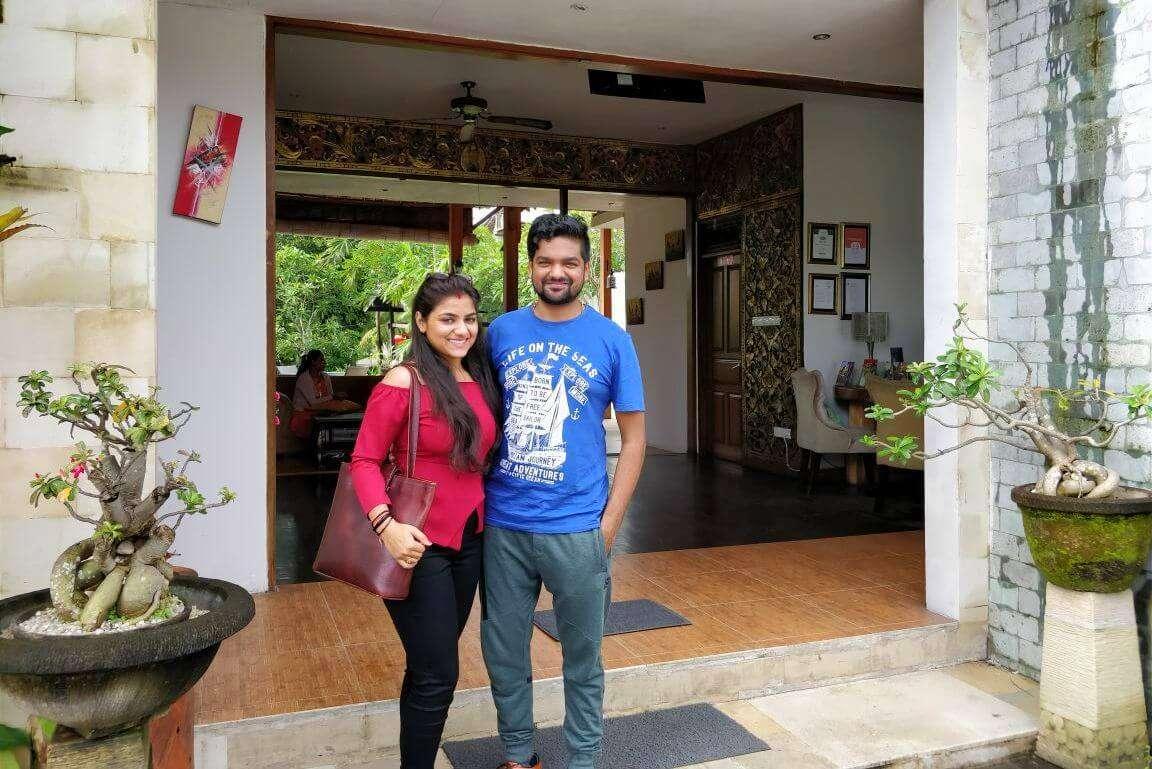 tushar honeymoon trip to Bali: tushar bidding goobye to bali