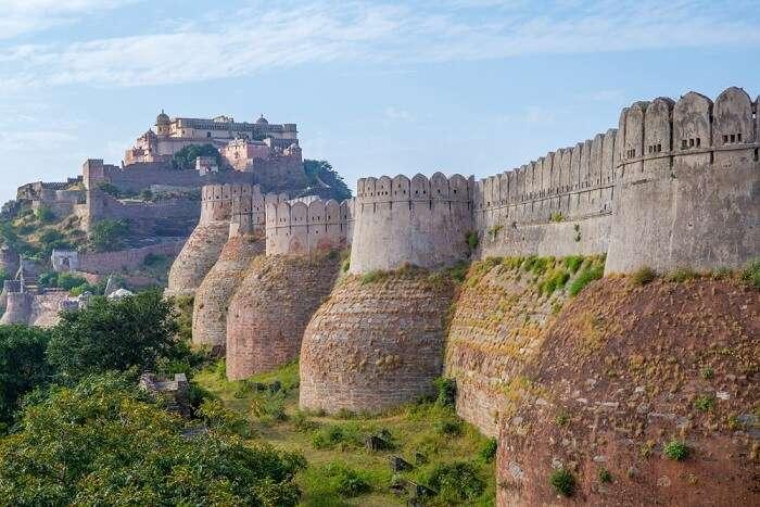 walls of kumbhalgarh fort