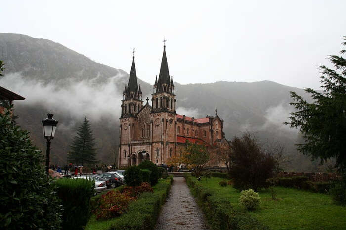 Santa Maria la Real de Covadonga, Covadonga