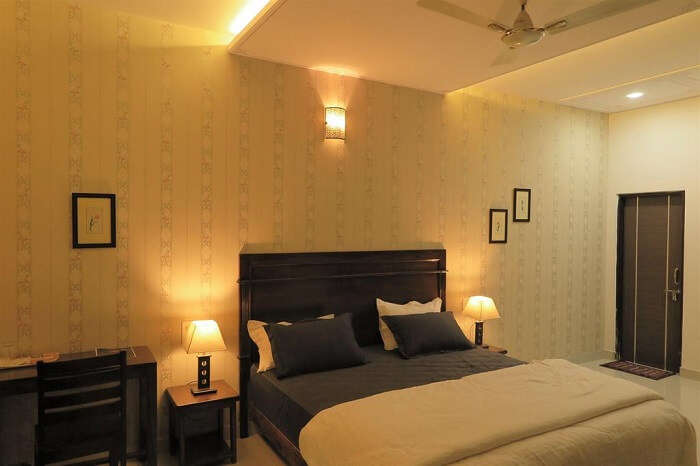 stay at White Tulips Homestay jaipur