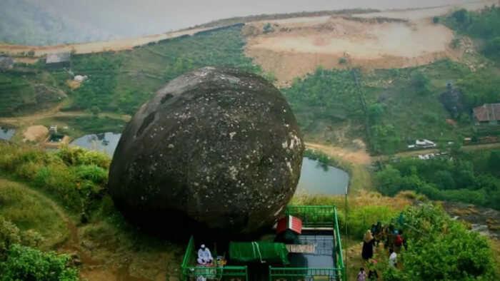 huge rock viewpoint