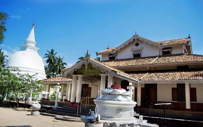 3. Isipathanaramaya temple ss01052017