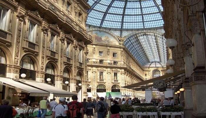 Go window shopping in the Quadrilatero d'Oro