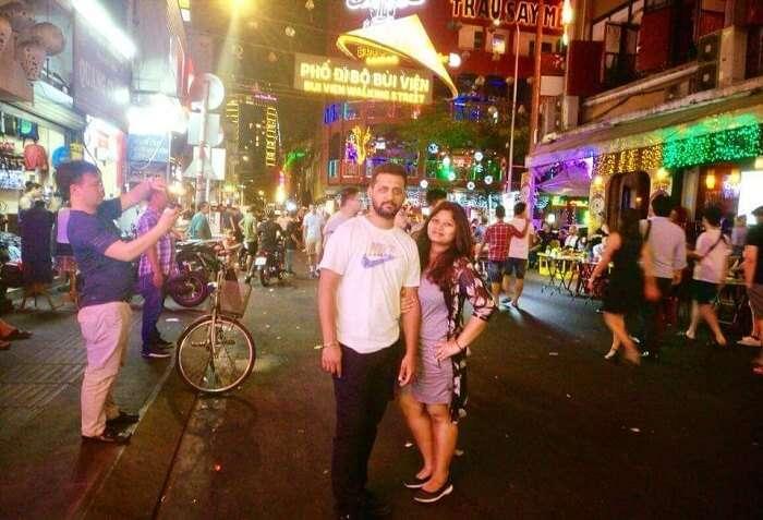 pallavi vietnam family trip: street shopping
