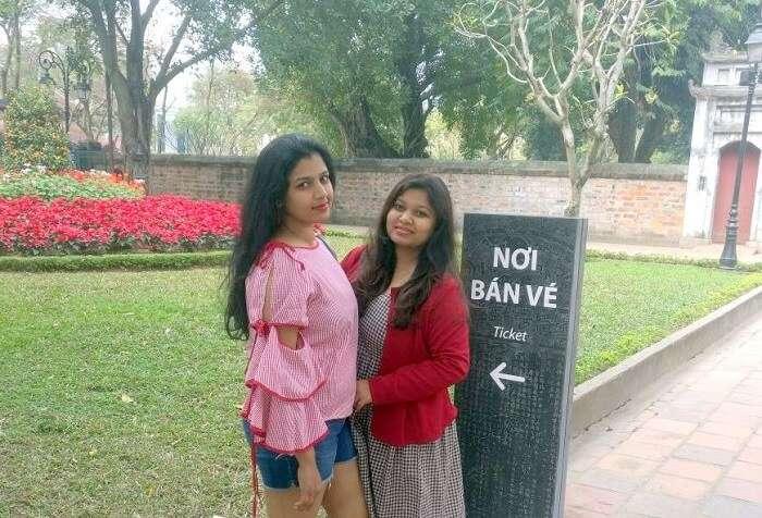 pallavi vietnam family trip: posing near palace