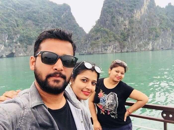 pallavi vietnam family trip: groupfie on cruise