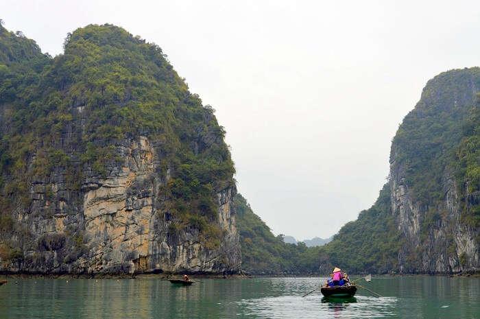 pallavi vietnam family trip: boating at halong