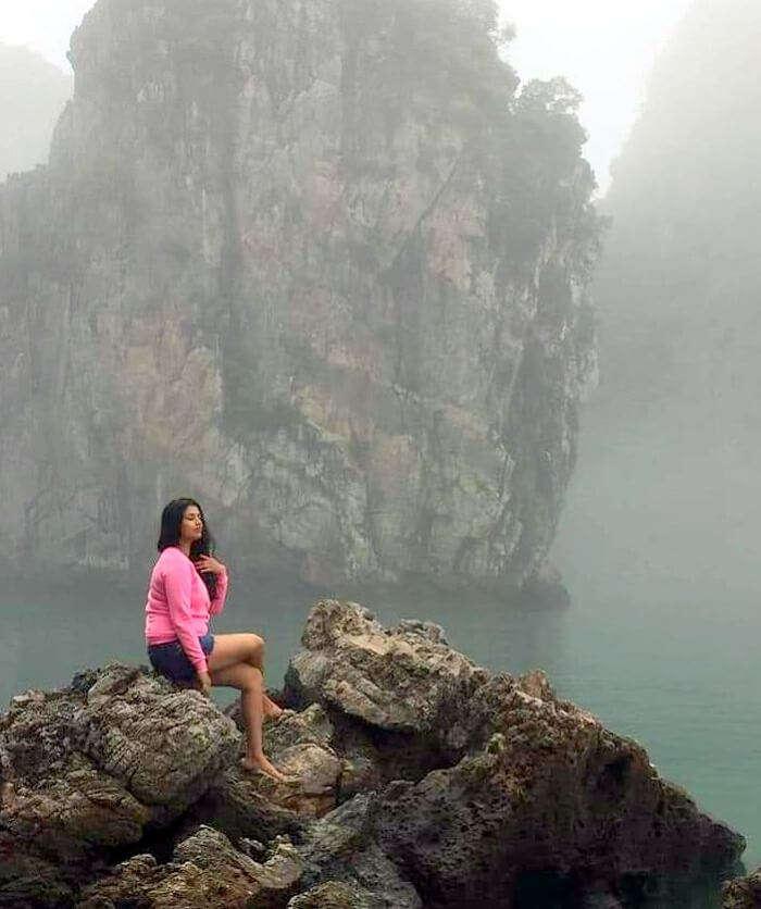 pallavi vietnam family trip: sitting on rocks while boating