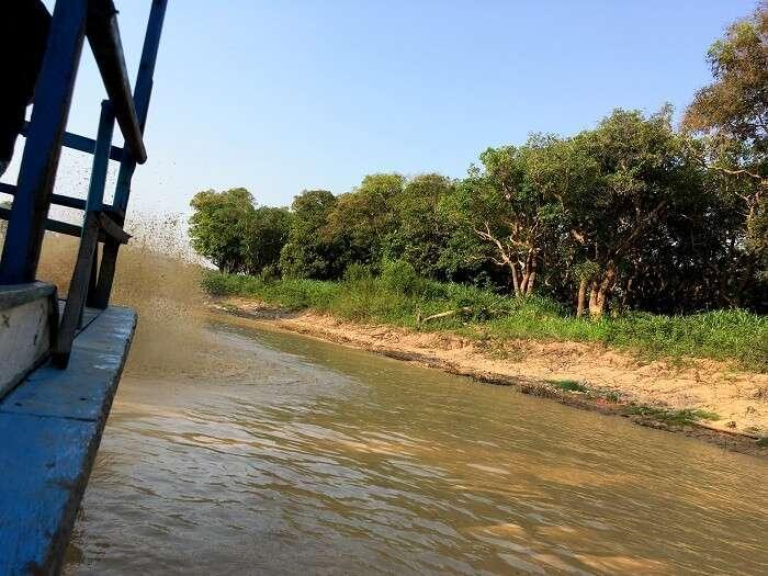 traveller saw an overwater village