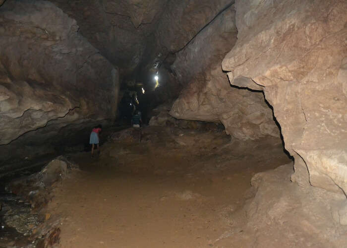 Limestone_caves_with_underground_river